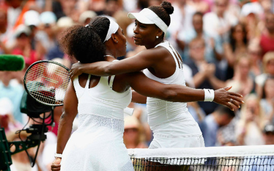 Serena Williams beats sister Venus 6-4, 6-3 to advance at Wimbledon